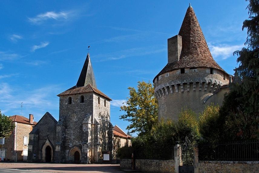 <h2>Javerlhac l'église Saint Etienne et le château</h2>