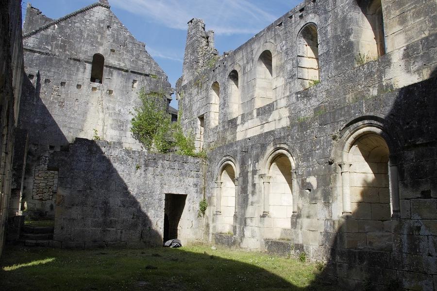 <h2>Villars, l'abbaye cistercienne  de Boschaud</h2>