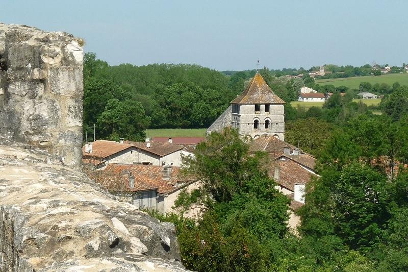<h2>Le village de Marthon et ses châteaux</h2>