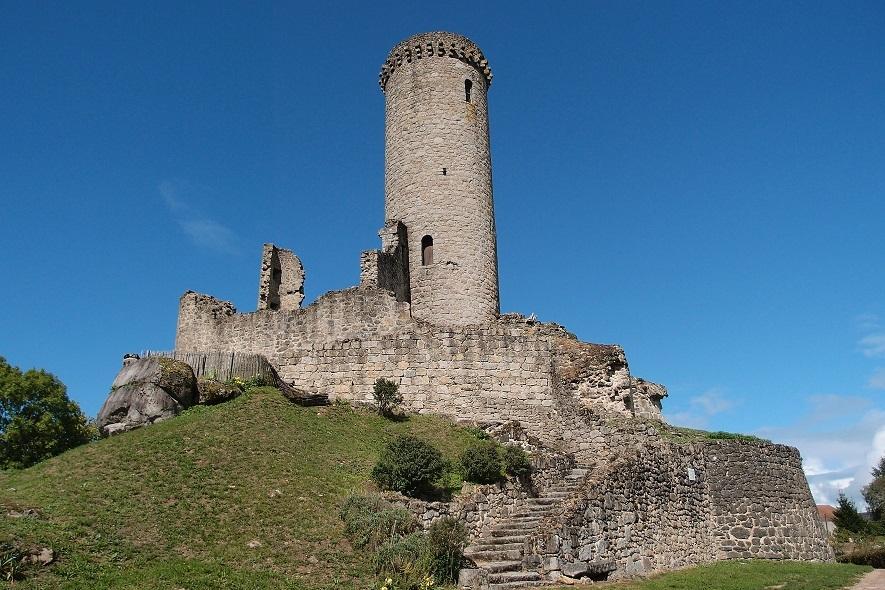 <h2>La tour de Piégut-Pluviers</h2>