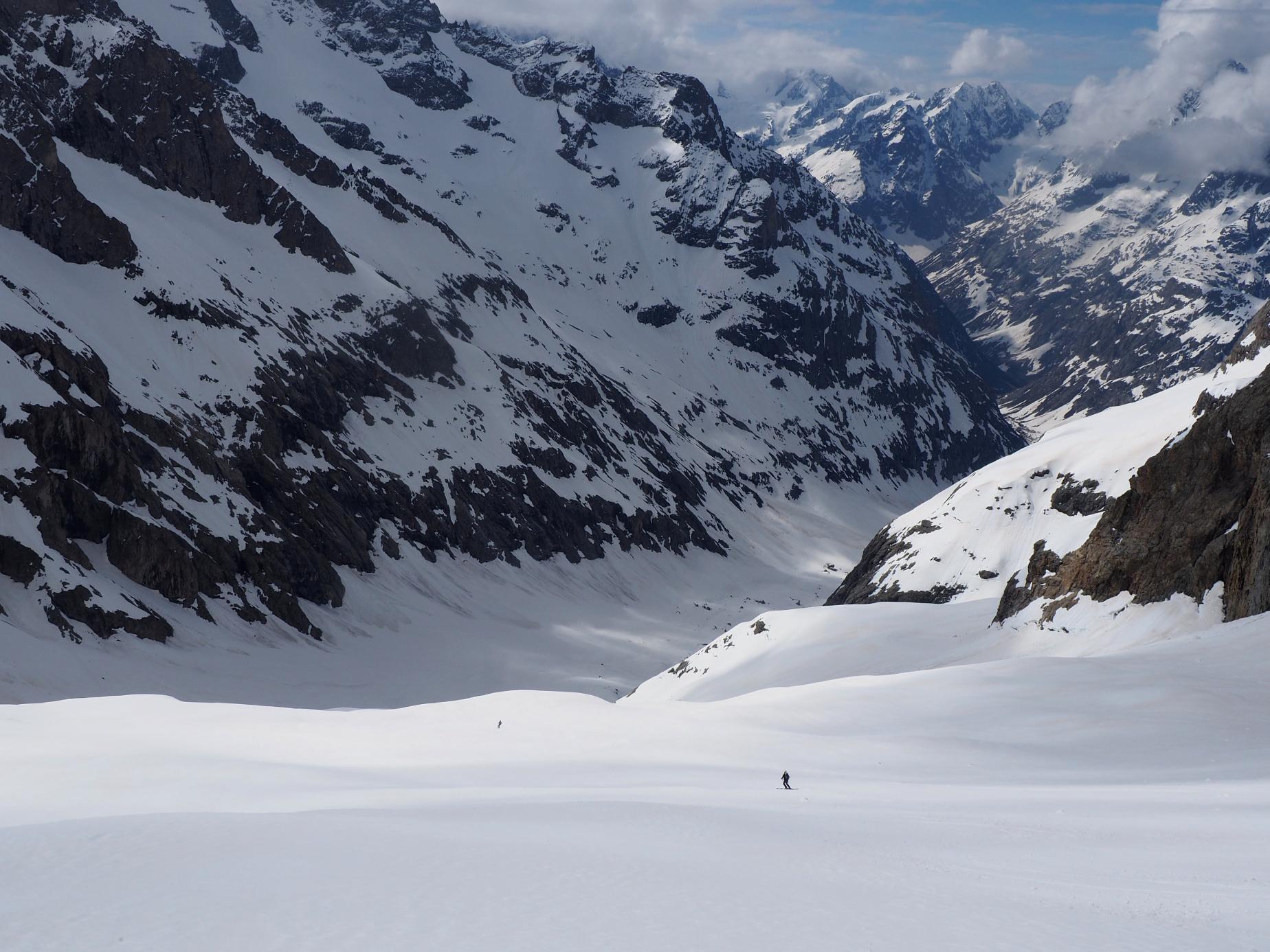 Depuis les pentes Est du Râteau en redescendant vers le Vallon des Etançons: du grand ski dans un cadre magique !