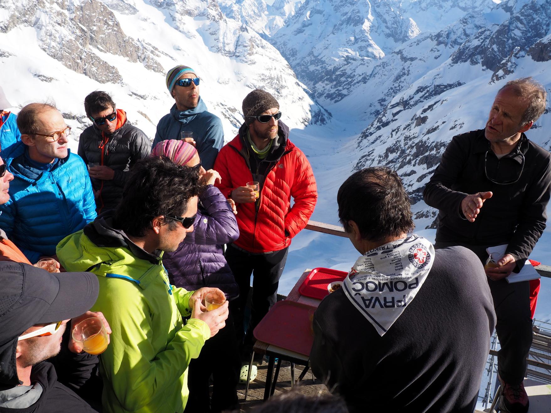 Et après l'apéro, le partage des infos et des éléments sur les conditions du Tour de la Meije en versant Nord.