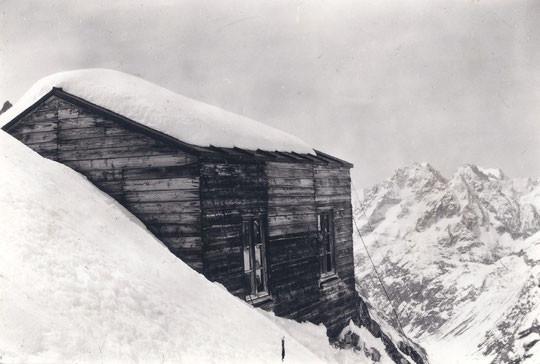 En 1901 ils avaient montés ici même le premier refuge du Promontoire. Chapeau à nos anciens !