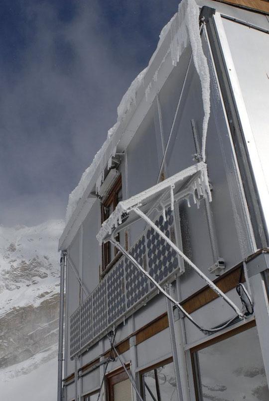 Normalement le début du chantier est prévu pour lundi....  La météo est annoncée quasi-hivernal à 3000m pour les 2 permiers jours de la semaine. La décision sera prise cet après midi sur le maintien ou le report de notre montée là haut    (photo archive)