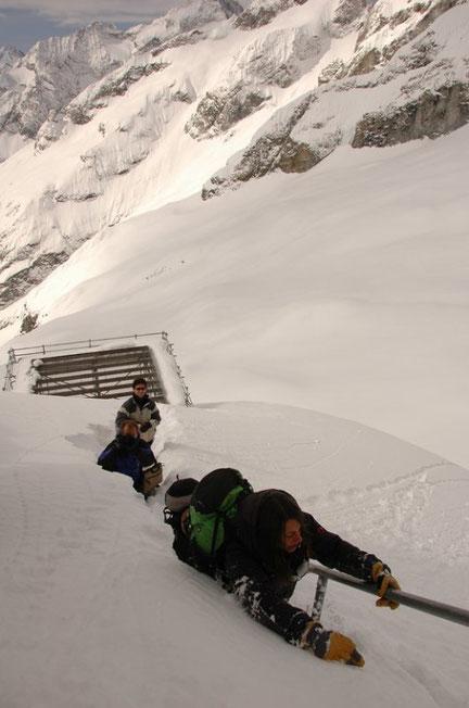 Au printemps 2017, quand nous remonterons pour la saison de ski de rando,  pour la première fois nous aurons un... poêle à bois au Promontoire ! Nous pourrons même faire sécher les affaires... Que du bonheur ! A bientôt ...