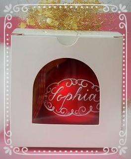 Jede Weihnachtskugel ist in einer hübschen Geschenkverpackung mit Klarsichtfenster: Sie brauchen das Geschenk nur noch überreichen!