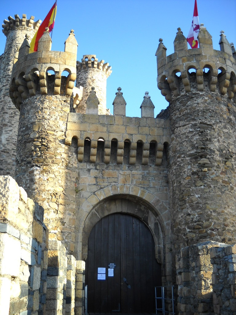 PUERTA DEL CASTILLO TEMPLARIO EN PONFERRADA