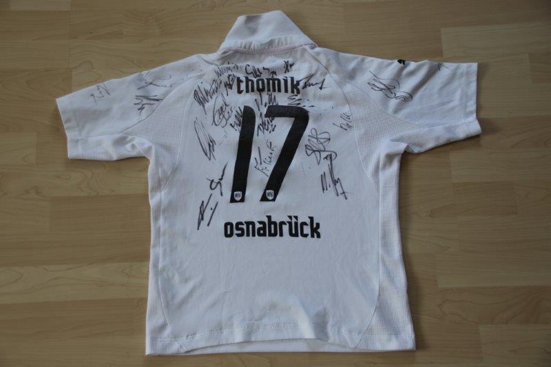VfL Osnabrück 2007/08 Away, Nr. 17 Thomik mit Autogrammen