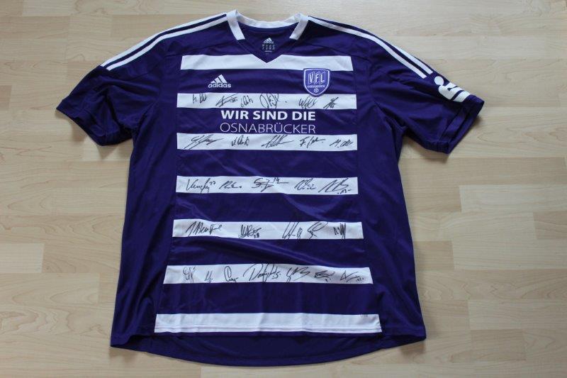VfL Osnabrück 2014/15 Heim, Nr. 12, mit den Autogrammen der gesamten Mannschaft