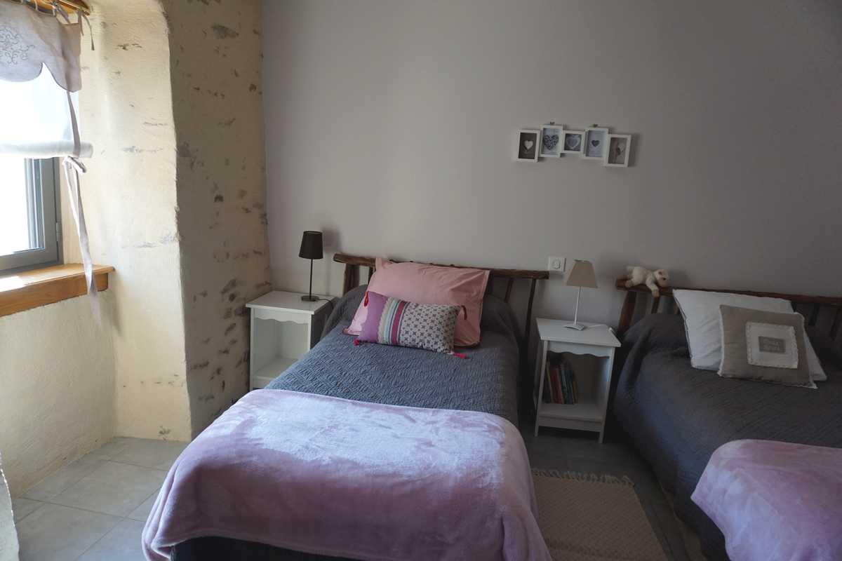 deuxième chambre avec 2 lits 90/190
