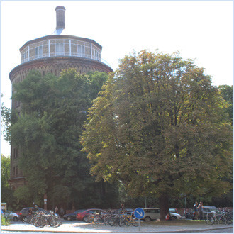 Der Wasserturm beim Kollwitz-Platz, ein Wahrzeichen des Prenzlauer Bergs. Foto: Helga Karl
