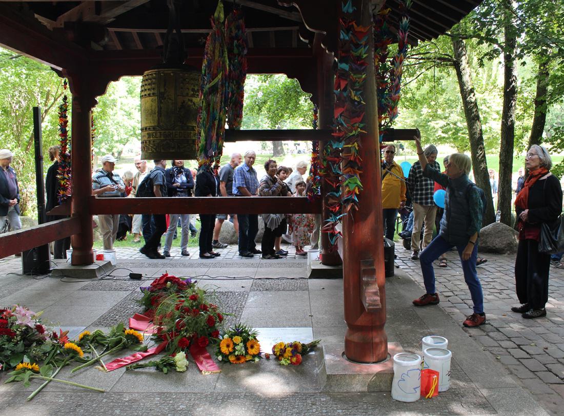 Weltfriedensglocke im Volkspark Friedrichshain Berlin. Foto: Helga Karl