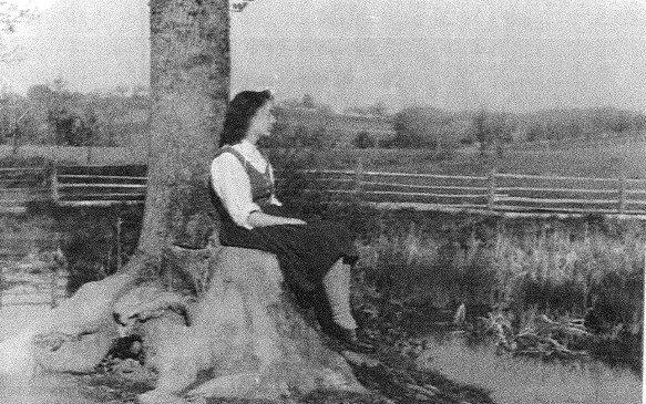 Bäuerin beim genießen der Landschaft (um 1948)