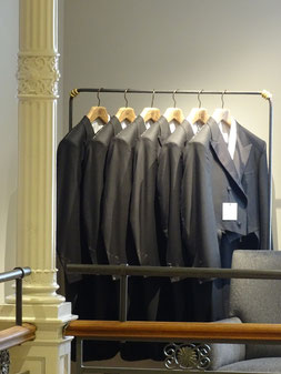 Anzüge bei Gieves & Hawkes in London. Photo: Men's Individual Fashion.