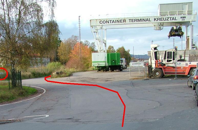 Das Container-Terminal heute mit großer blauer Schallschutzwand