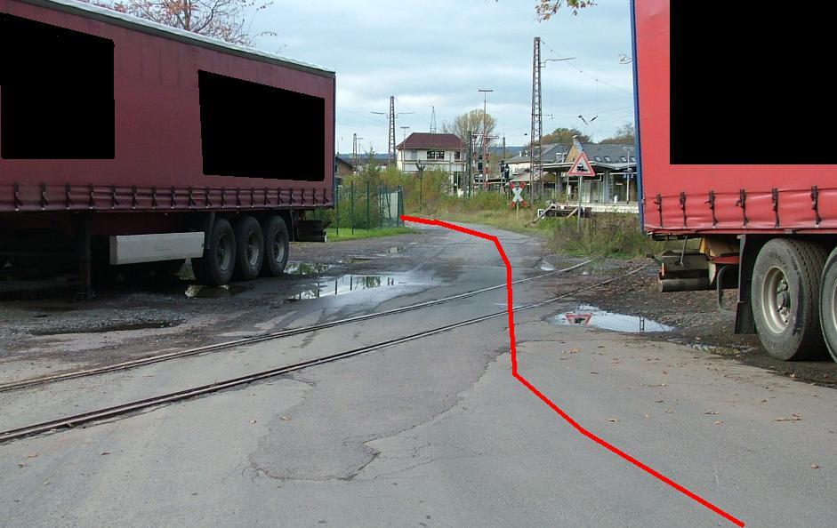 Vorsicht: aktiver Bahnübergang