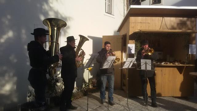 Advent am Dorfplatz - Weihnachtliche Klänge
