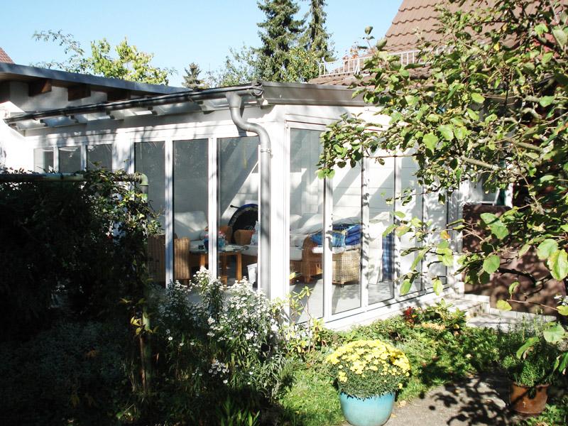 Wintergärten fügen sich harmonisch an Haus und Garten