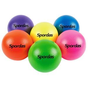 6 ballons en mousse très colorés et faciles à attraper. Idéal pour les jeux sportifs avec les enfants type balle au prisonnier ou Dotge ball.