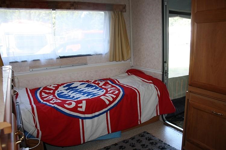 ...die natürlich auch als (Einzel)Bett mit wenigen Handgriffen umgebaut werden kann!