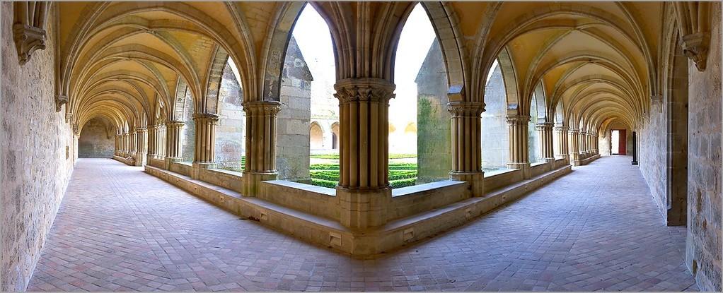 Abbaye de Royaumont : panoramique du cloître