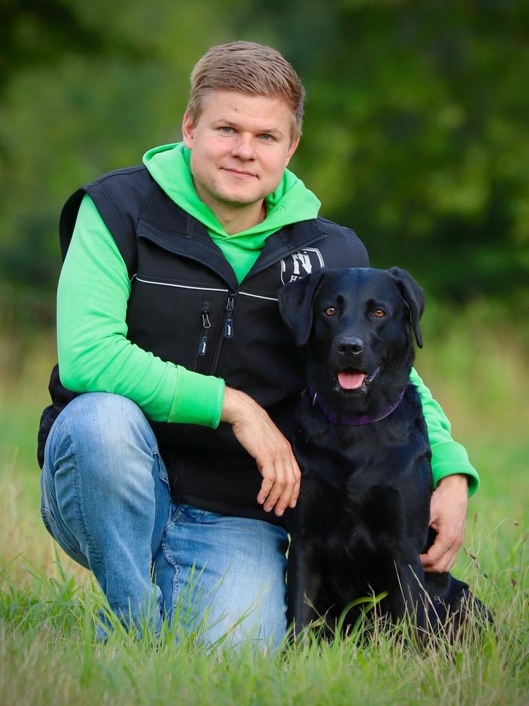 Das bin ich mit meiner Labrador-Hündin Lina