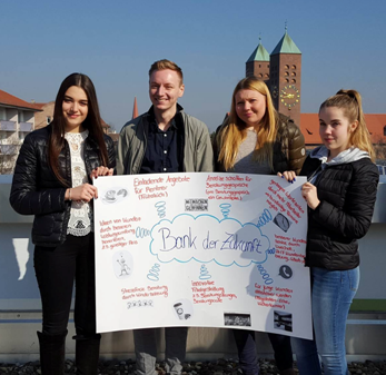 """Projektgruppe """"Bank der Zukunft"""" an der Berufsschule 4 Nürnberg (BK12D)"""