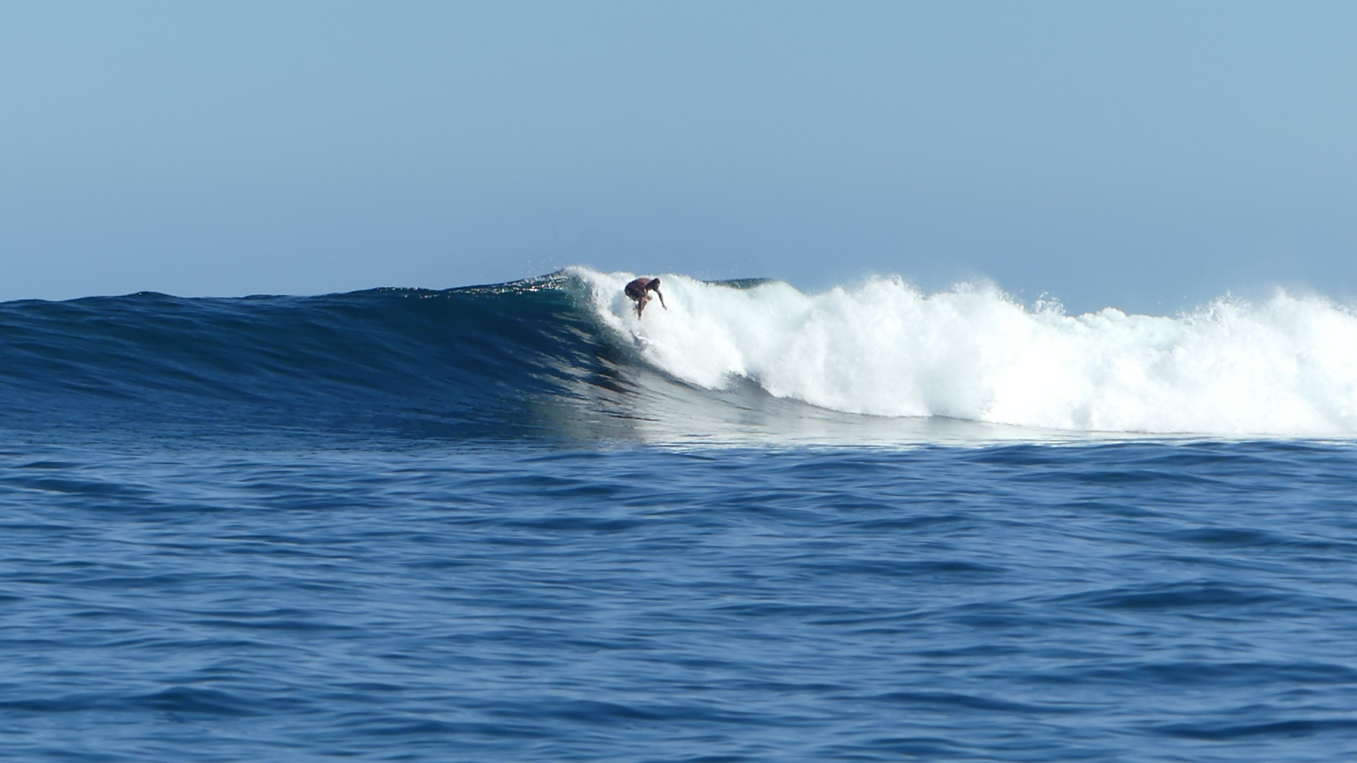 Silky drops, Justin West Coaching enjoying some surfing alone time