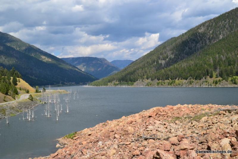 Earthquake Lake - nach einem Erdbeben am 17. August 1959 entstandener See