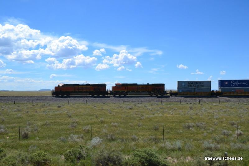 Einziges Highlight auf der Strecke: Ein Zug...