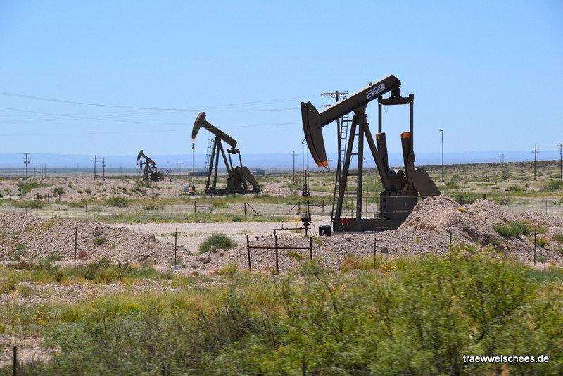 Ölbohrungen entlang Highway 285 Richtung Carlsbad