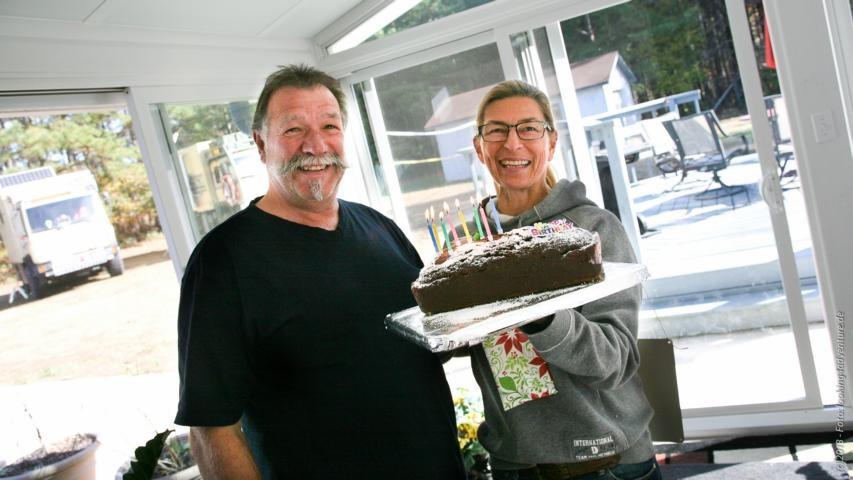 ...und Sabine backt einen leckeren Kuchen, sogar mit Kerzen drauf!