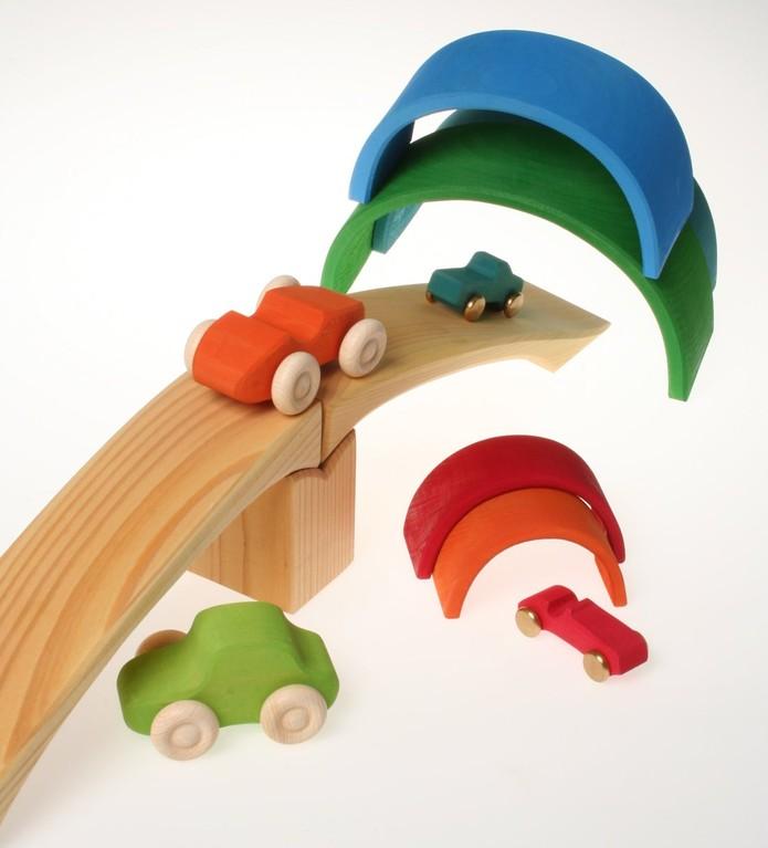 Grimm's arc en ciel, pont et voitures en bois