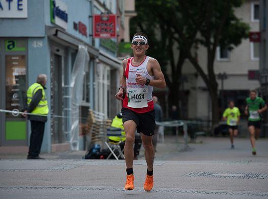 Steffen auf  den letzten fünf Kilometern zum Ziel (Foto: Runnersworld.de / Thomas Ortis Fernandez)