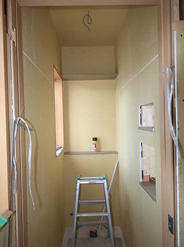 N様のご要望により2階トイレの右側壁にもニッチを2カ所設置