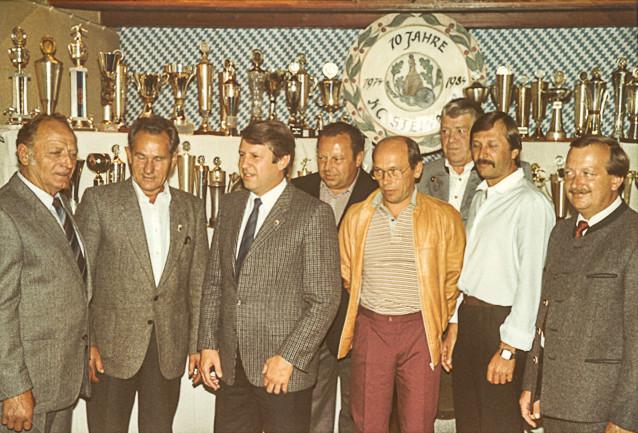 v.l. Köck, Hoser, 2. Bürgermeister Huber, Schmola, Mutz, Fux, Szabo, Steinmeir