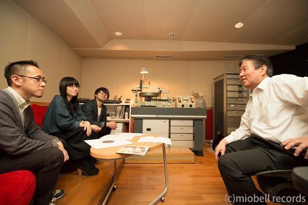 左から杉本清隆、美音子、Koji Sunshine、そして東洋化成のエンジニア手塚和巳さん