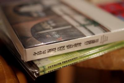 2012年にリリースされたベスト盤(上)と今年リリースされたライヴDVD(下)