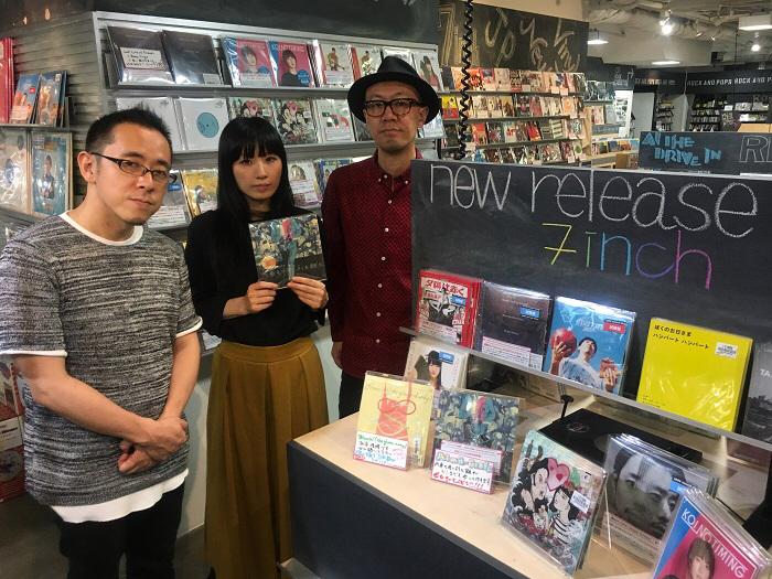 左から杉本さん、美音子さん、工藤さん@HMV record shop 渋谷店
