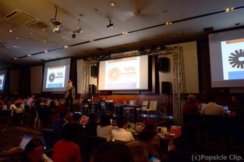 満席の観客とミュージシャンが一緒に新譜を聴くという異例な空間となった東京カルチャーカルチャー