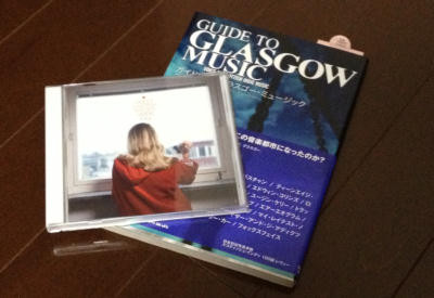左:カジヒデキ『SWEET SWEDISH WINTER』 右:岡村詩野共著『GUIDE TO GLASGOW MUSIC』
