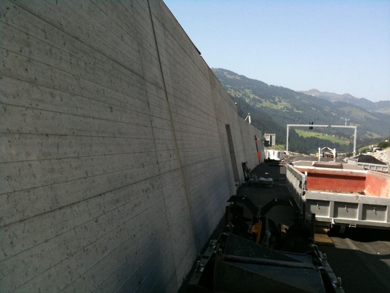 Fugenarbeiten am Tunnel