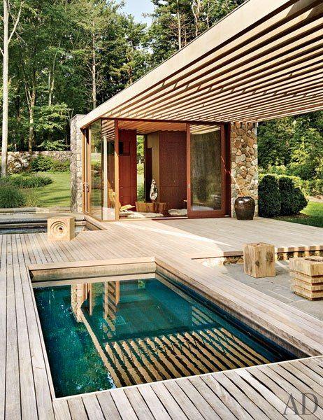 Plage de piscine en bois à Aix-en-Provence