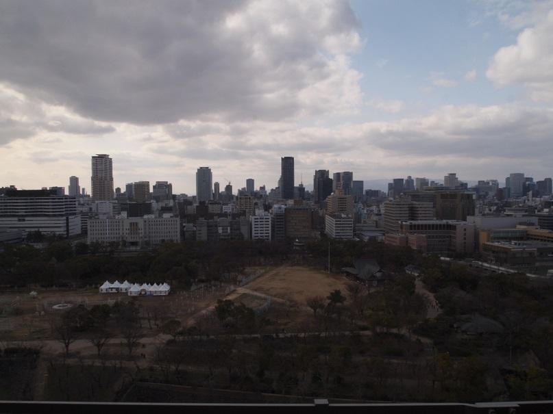 大阪城天守閣より西を望む