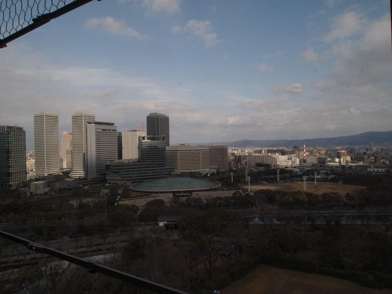 大阪城天守閣より東北を望む