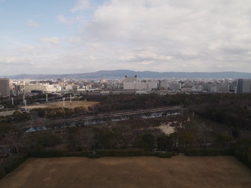 大阪城天守閣より東を望む