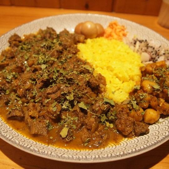 Dish curry & relish