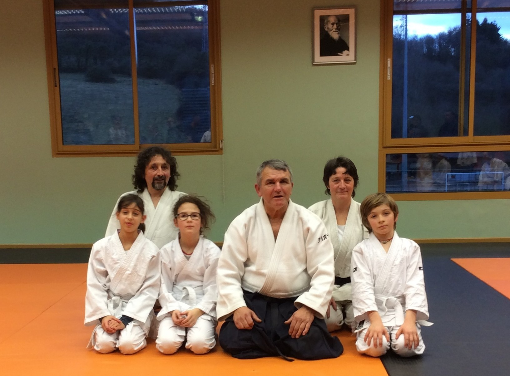 "Les membre du club ""Aikido cartusiana"" autour de Christian Mouza"