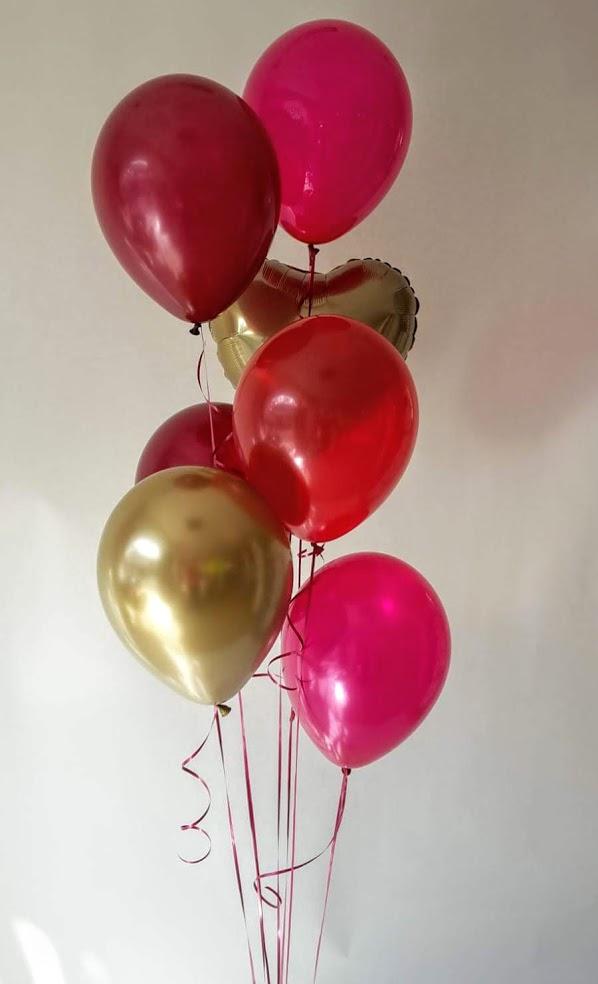 Rot wie die Liebe kombiniert mit chrome Gold. Ballonbouquet aus Latexballons und einem Herz-Folienballon. Ein tolles Geschenk um jemanden seine Liebe zu zeigen oder als Geschenk zum Jahrestag.