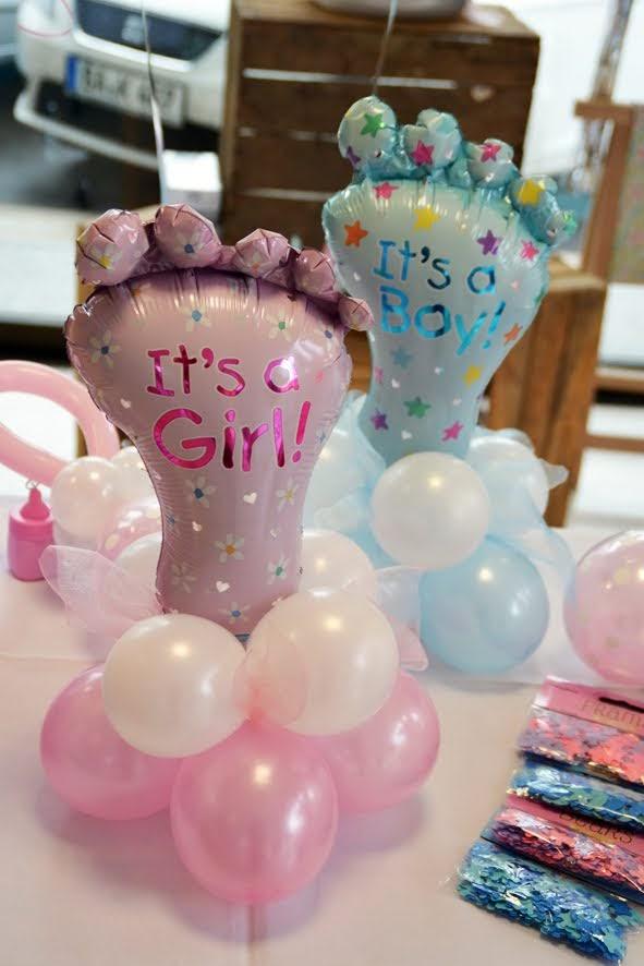 Kleine Baby-Füßchen auf Ballons gesetzt. Wirkt und verschönert jede Tischdekoration. Auch als kleines Mitbringsel eine süße Geste! Besonders lange haltbar.